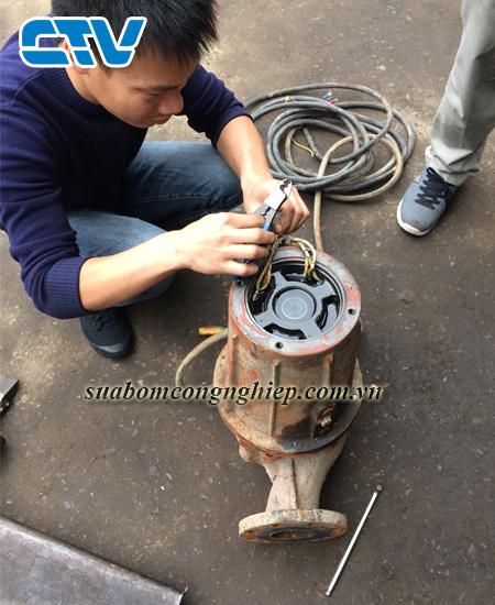 Sửa máy bơm nước chạy bị rung và có tiếng ồn mạnh